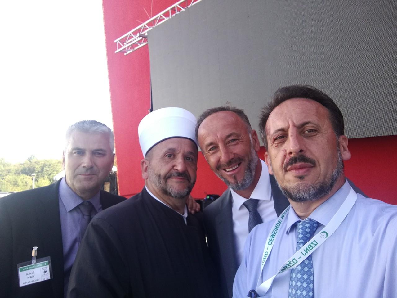Ševket ef. Zukić, Enver ef. Pašalić, Nusret Faković vakif koji je otvorio džamiju i Mensur ef. Pašalić